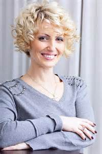 the ear haircuts for 50 short curly hairstyles for women over 40