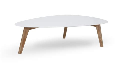 table basse svartan blanche avec bois clair