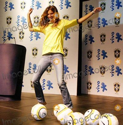Gisele Bundchen Plays With Balls In by Photos And Pictures Top Model Gisele Bundchen Wearing A
