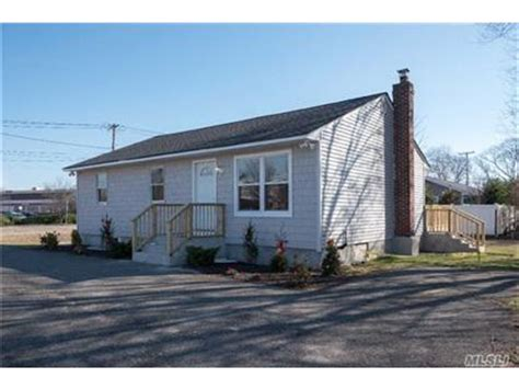 houses for sale in west islip west islip ny real estate homes for sale in west islip new york weichert com