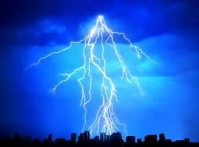 Of Lightning Strike Wie Entl 228 Dt Sich Ein Blitz Bei Einem Gewitter Asklubo