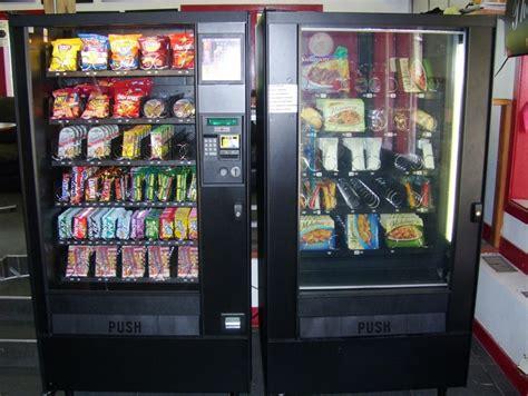 distributori automatici alimenti ladri ai distributori automatici della stazione sgominata