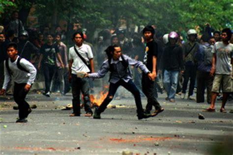 Negara Anarkis pemerintah janji tertibkan demo anarkis buruh