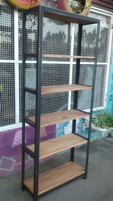 estantes de hierro biblioteca estanteria de hierro y madera rustica hierro