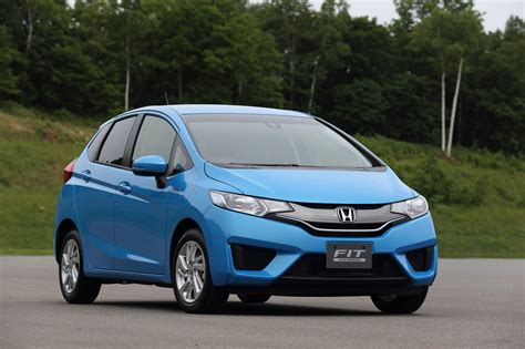 cars like honda fit news non us 2015 honda fit hybrid unveiled looks much