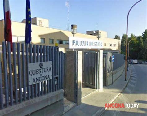 questura di novara ufficio immigrazione ancona chiede tutela alla polizia ma viene denunciato