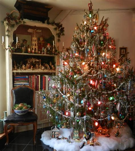 christmas garland on buffett pics lovely vintage style tree with lots of pretty tinsel now that is what a tree is