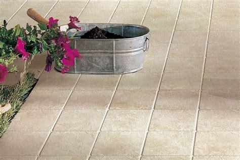 piastrelle in gomma per esterno le mattonelle per esterno tipologie e prezzi pavimenti