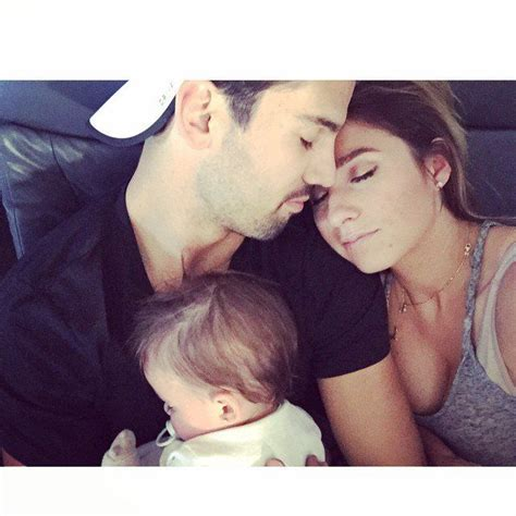 jessie james and eric deckers family snaps are popsugar jessie james and eric decker s family snaps are just plain