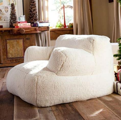 le pouf g 233 ant un coussin de sol et confortable