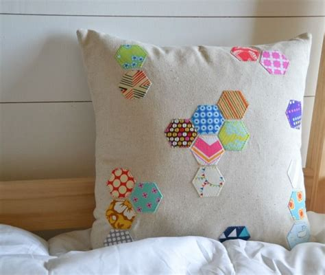 Sarung Bantal Cushion Cover Pattern 021 scattered hexagon pillow sewing crafts columns and chairs