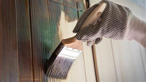 come sverniciare le persiane come sverniciare il legno con il fai da te idee green