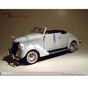 Welly 1936 Ford Deluxe Cabriolet  White 9867 In 118