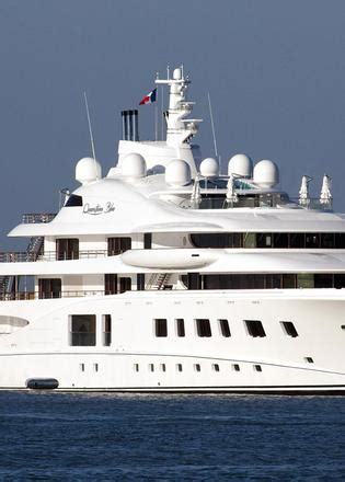 yacht quantum blue owner l 252 rssen superyacht quantum blue arrives in the south of