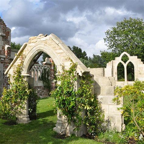 Steine Deko Garten by Deko Garten Steinruine Chamrose Church Gartentraum De