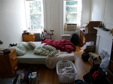 how to clean a cluttered bedroom my bedroom is a mess makupsy
