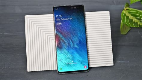 3 Samsung Galaxy S10 Plus by Samsung Galaxy S10 Plus Vs Pixel 3 Xl Gizmodo Australia