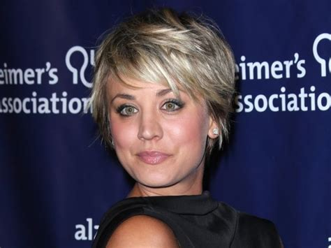kaley cuoco short hair regimine kaley cuoco shows off new bright pink eyebrows the big