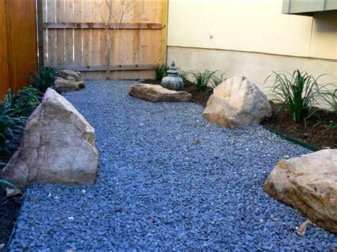 Gravel Side Yard Side Yard Black Gravel Design With Small Boulders
