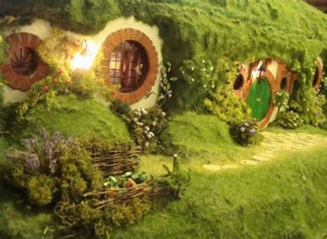 cute lord of the rings hobbit houses in new zealand lord of the rings hobbit house 16 pics izismile com