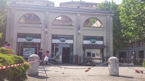 Banca Popolare Di Buccinasco by Buccinasco Fanno Esplodere Bancomat In Chiesetta Che Si