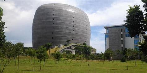 warisan bangunan ikonik hemat energi  jakob oetama