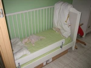 lit vikare ikea ikea lit bebe barriere amovible table de lit