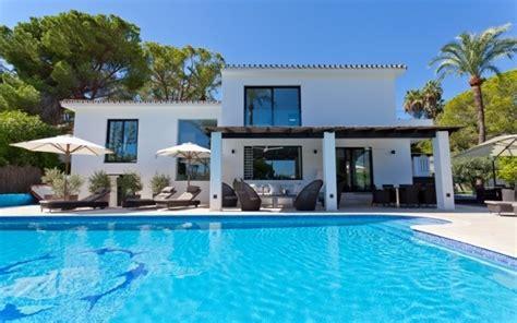 casas millonarias 4 bedroom luxury villa for rent in nueva andalucia