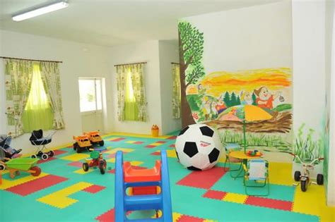 wall murals for playrooms ideas for mural on a playroom wall church playroom murals