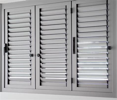 ventanas de aluminio con persianas aluminios garcilaso productos persianas mallorquinas