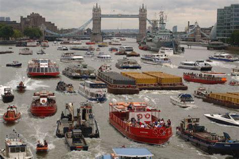 Thames River Traffic | traffic on river thames neatorama