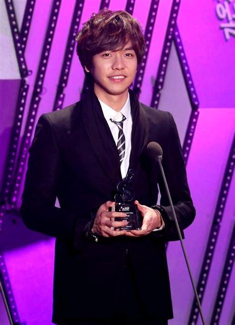 lee seung gi top songs foto galeri gaon chart k pop awards 2013 foto 19 dari 23