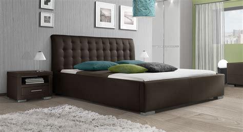 kunstlederbett mit hohem kopfteil baskerville comfort - Betten Braun