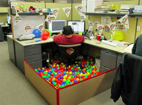Office Desk Jokes 10 Hilarious Pictures Of Office Pranks Practical
