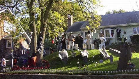 halloween themes for yards great halloween front yard decorations 30 pics
