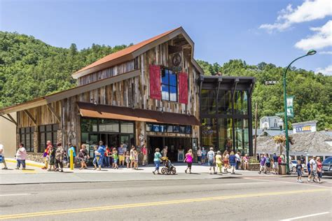 Gatlinburg Vacation Giveaways - win a vacation for two to the great smoky mountains