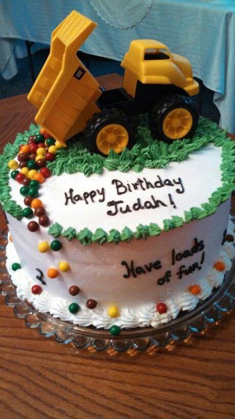 truck birthday cake    year   fun easy idea  kid wouldnt love candy
