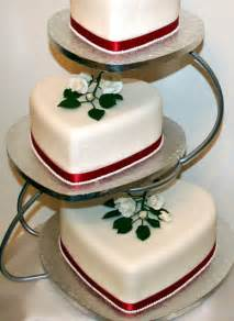 amazing 3 tier heart shaped wedding cake design on eweddinginspiration eweddinginspiration