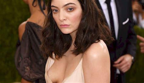 Lorde Nip Slip At The Met Gala The Nip Slip