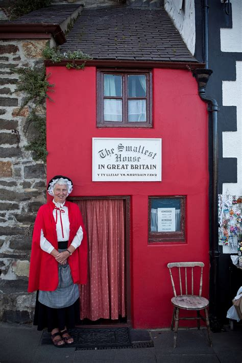 world s smallest house inside britain s smallest house which is still depressingly bigger than our flat
