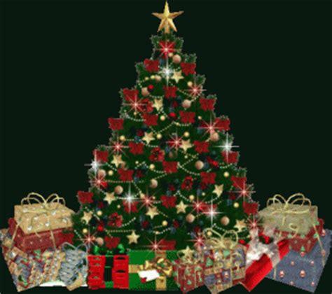 adornar el arbol de navidad y la casa