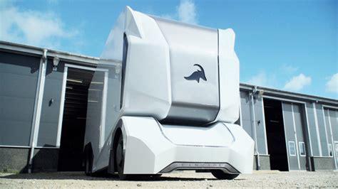 einride unveils futuristic t pod autonomous electric truck