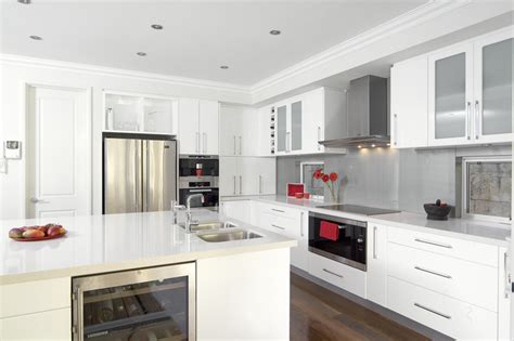 Glossy White Kitchen Cabinets | glossy white kitchen design trend digsdigs