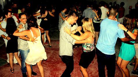 bailando salsa canciones que te dan pena pero siempre bailas en las
