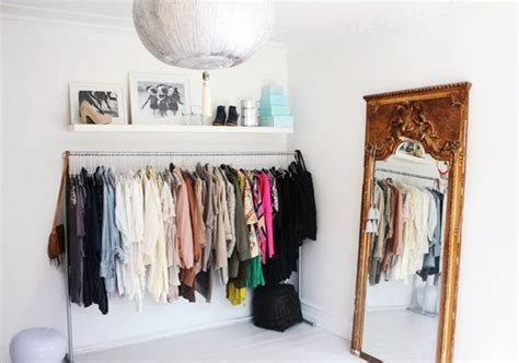Rak Untuk Jualan Baju ide praktis simpan pakaian tanpa lemari properti liputan6