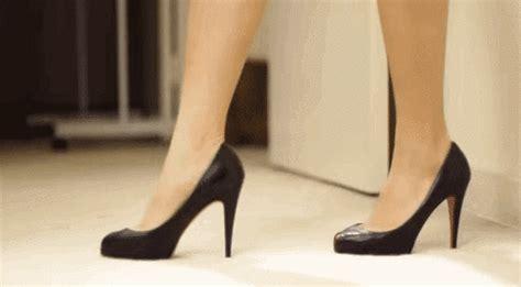 Sepatu Sandal Lala Tahu Engga High Heels Aslinya Dibikin Buat Cowok Loh