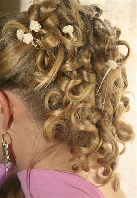 Bridesmaid Hairstyles For Curly Hair by Curly Bridesmaid Hairstyles