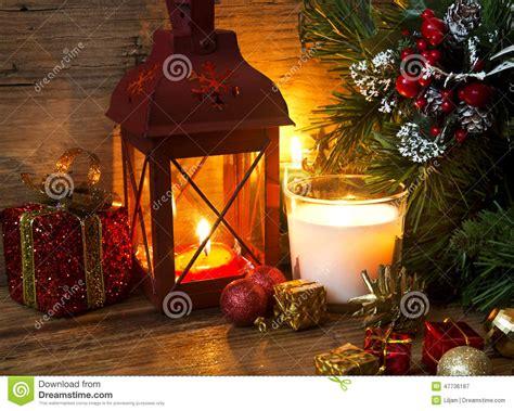 immagini candele natale decorazioni lanterna magica di natale con le candele e le decorazioni