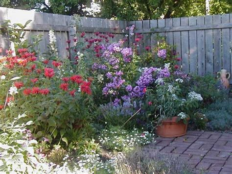 Colonial Homes Designs Diy Garden Designs And Layouts Flower Garden Designs And Layouts