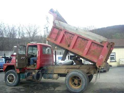 tro 0405102 1984 mack rd685p single axle dump truck